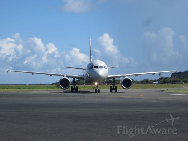 Airbus A319 (N702UW)