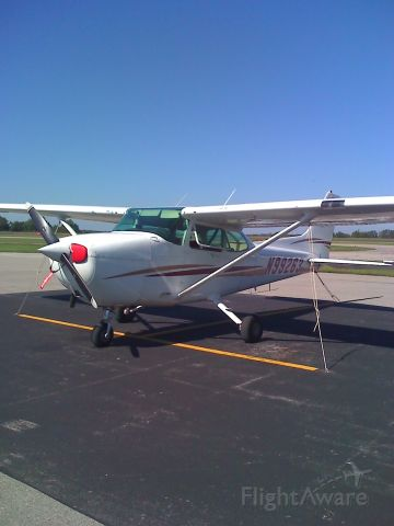 Cessna Skyhawk (N99263) - One of the ol reliables down here at SIUC.    C-172