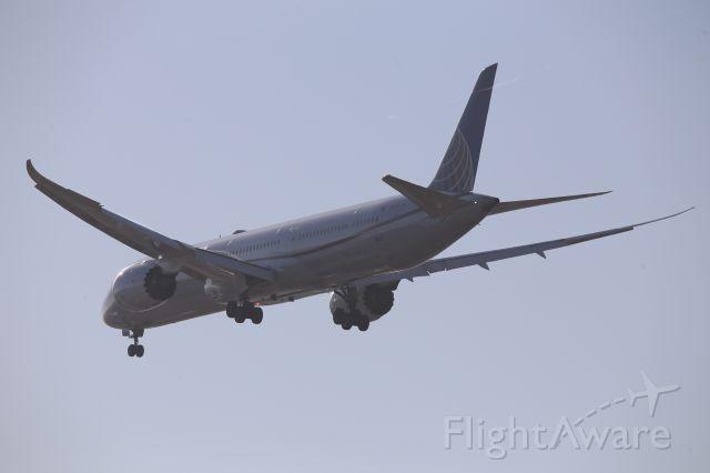 BOEING 787-10 Dreamliner (N14001)