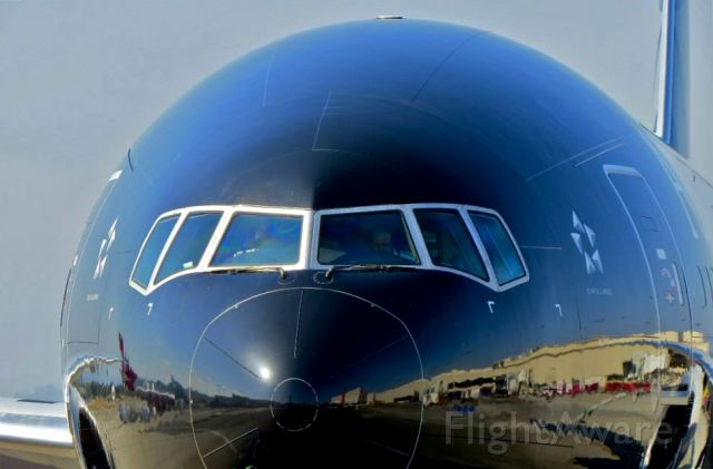 BOEING 777-300 (ZK-OKQ) - All Blacks close up