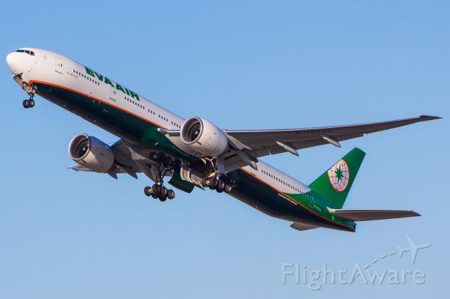 BOEING 777-300ER (B-16733)