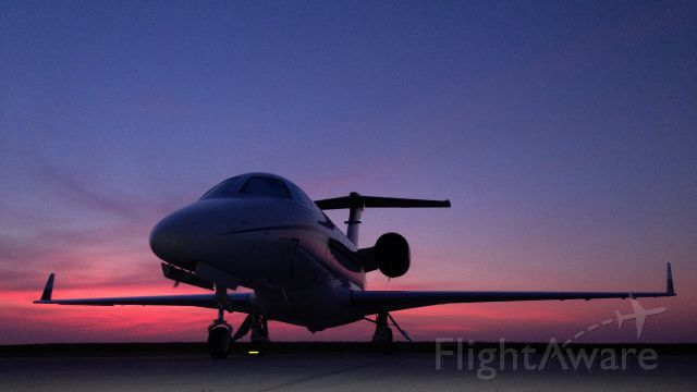 — — - Phenom 300 sunrise @ HenriksenJetCenter