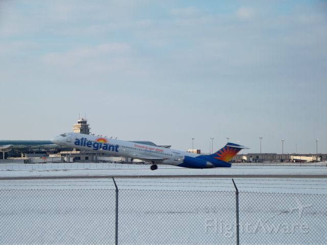 McDonnell Douglas MD-83 (N876GA)
