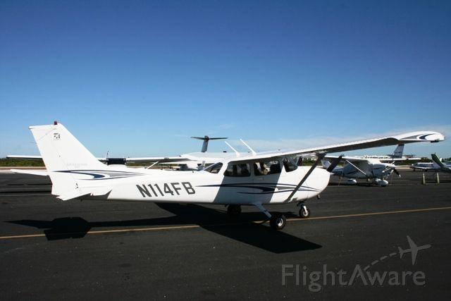Cessna Skyhawk (N114FB)