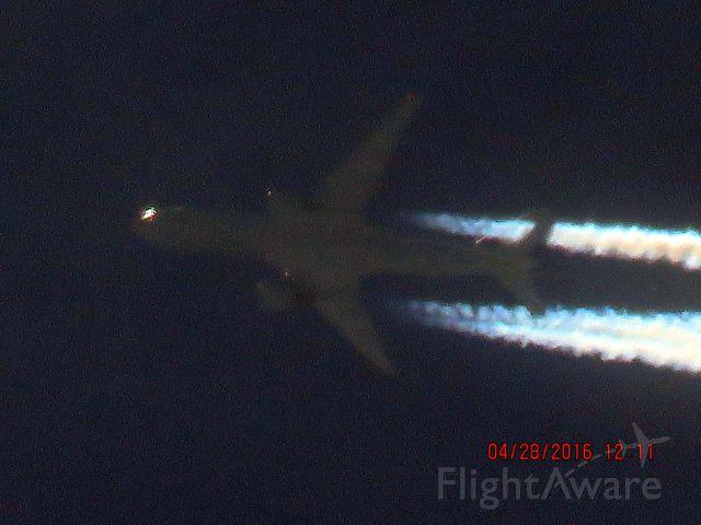 Boeing 777-200 (N216UA)