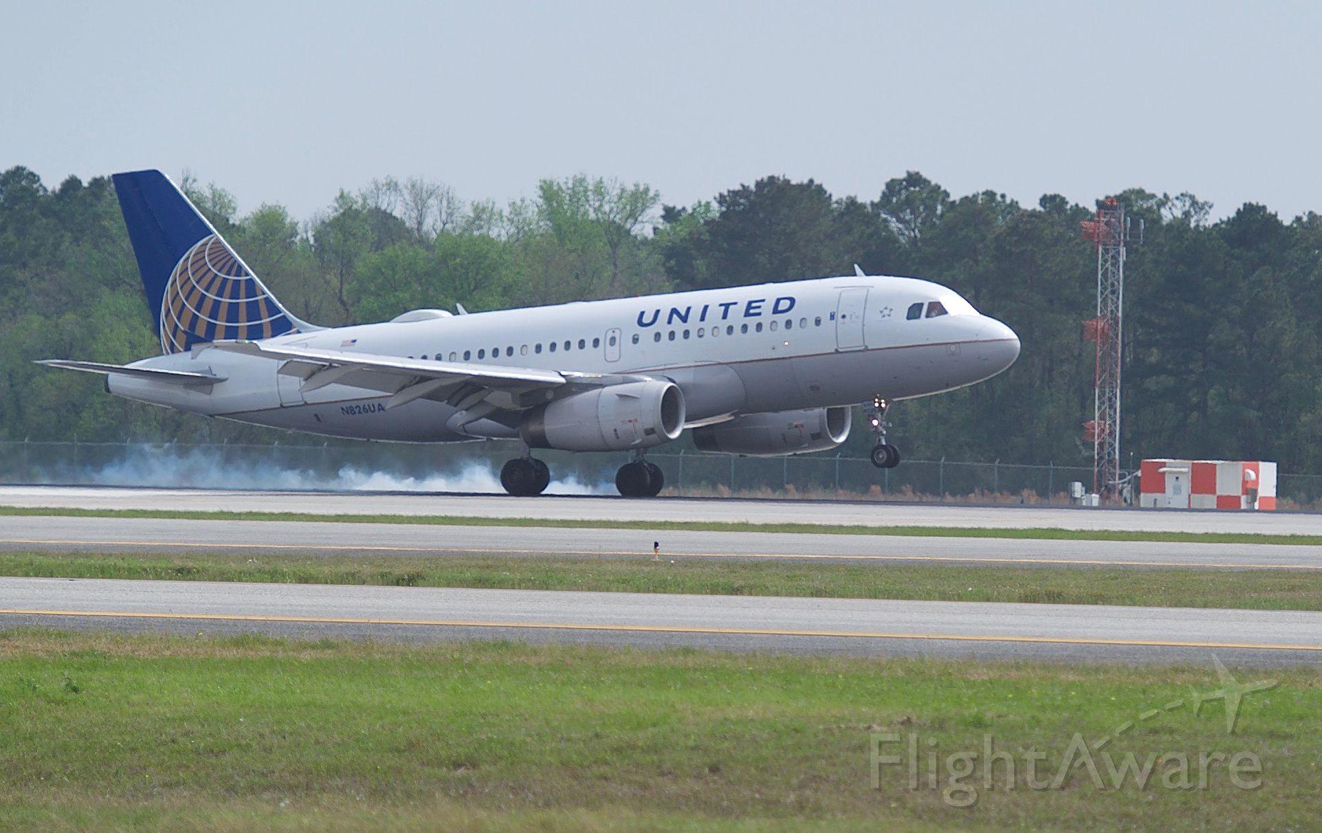 Airbus A319 (N826UA) - Touchdown runway 27 KIAH
