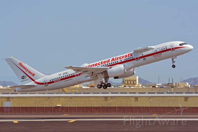 Boeing 757-200 (N757HW) - Honeywell Boeing 757-225 N757HW at Phoenix Sky Harbor on July 31, 2018.
