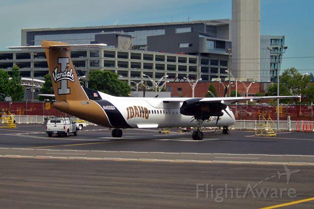de Havilland Dash 8-100 (N400QX)