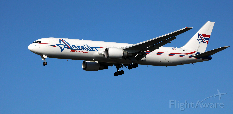 BOEING 767-300 (N373CM) - On final is this 1990 AmeriJet International Boeing 767-338 in the Autumn of 2020.