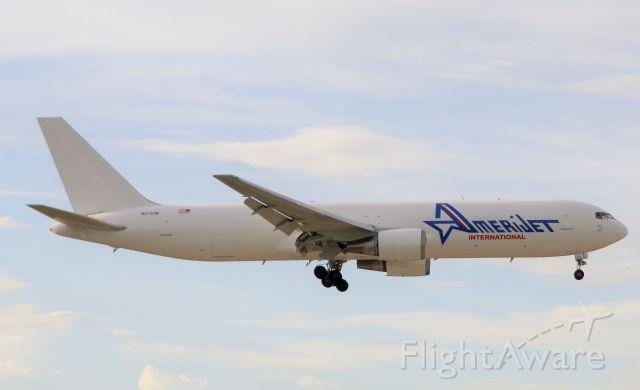 BOEING 767-300 (N373CM)