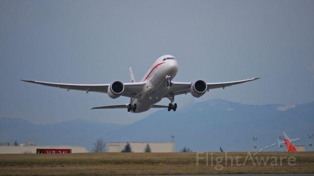 Boeing 787-8 (A6-PFC) - BOE560 climbs from Rwy 16R to begin a flight test on 12/19/13. (LN:141 cn 35303). The aircraft is for Abu Dhabi Amiri Flight.