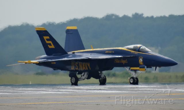 McDonnell Douglas FA-18 Hornet — - Blue Angels Super Hornet #5 at IAG for the Thunder over Buffalo airshow!!