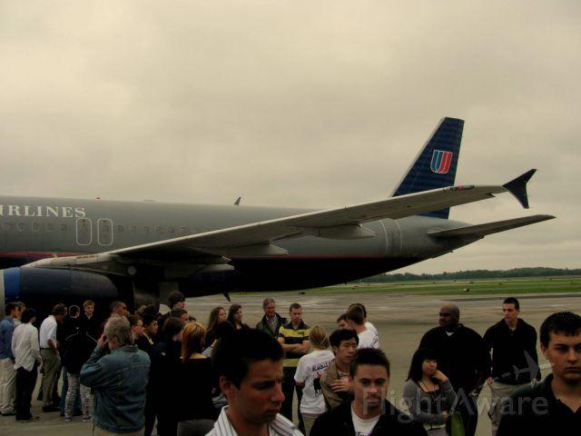 Airbus A320 (N434UA) - N434UA at KMDH for the 2010 UAL/SIU Career Day.
