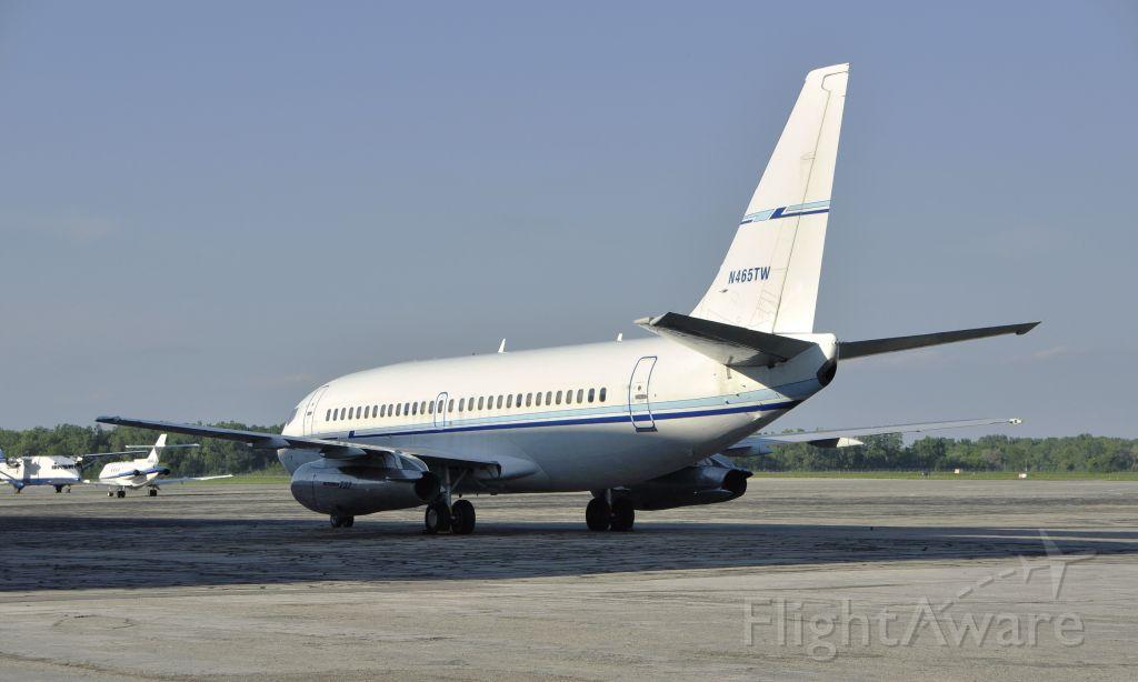 Boeing 737-200 (N465TW) - Boeing 737-200 Sierra American Corporation N465TW in Willow Run Airport