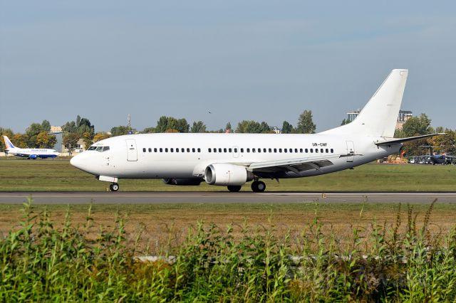BOEING 737-300 (UR-CNF)