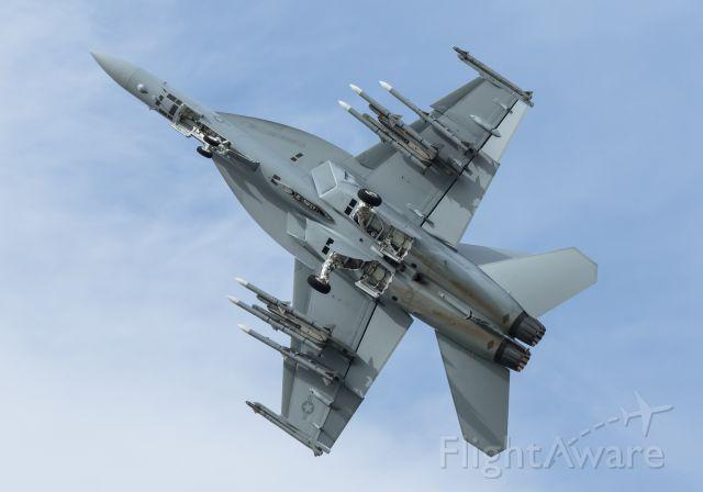 McDonnell Douglas FA-18 Hornet (16-8930)