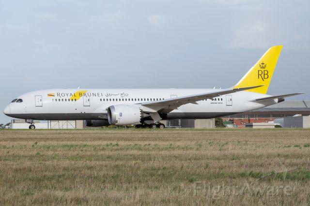 V8-DLC — - V8-DLC holds Rwy 34 Melbourne Airport 31/01/2020