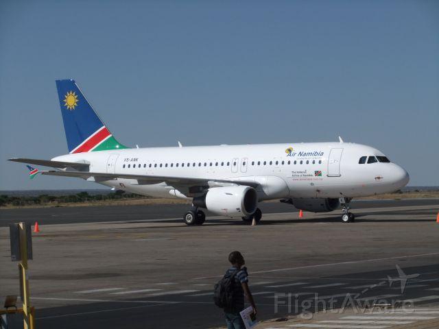 V5-ANK — - Eine der 4 neuen A319-100 der Air Namibia. Die V5-ANK hier im Bild, aufgenommen am Nachmittag des 09.10.2011, bediente an diesem Tag die Strecke Windhoek - Accra. Mittlerweile hat Air Namibia diese Route auch schon wieder eingestellt.