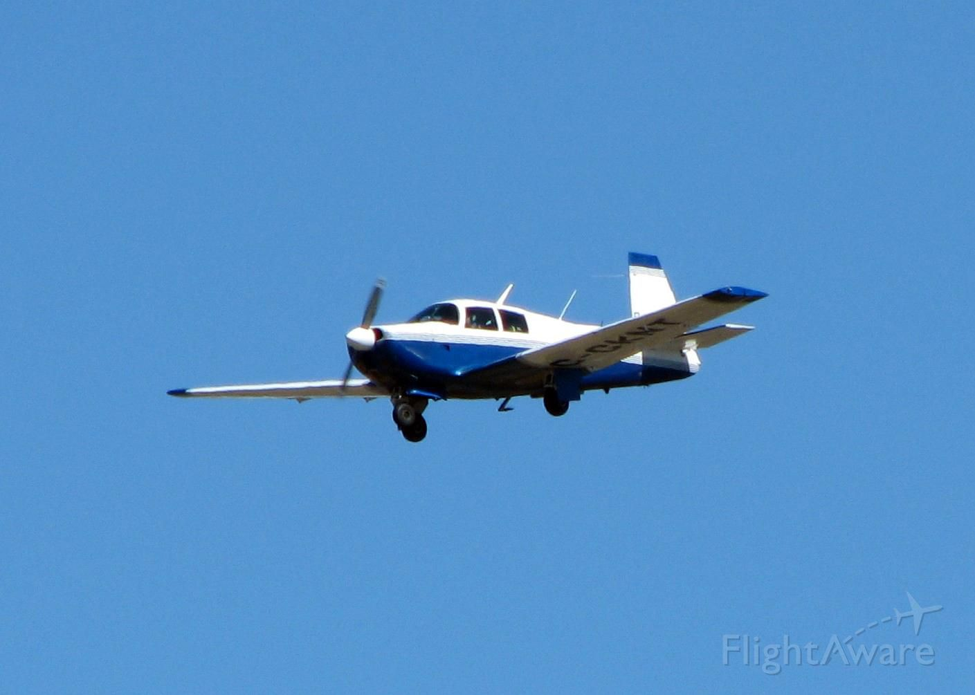 Mooney M-20 (C-GKNT) - Landing at Shreveport Regional.