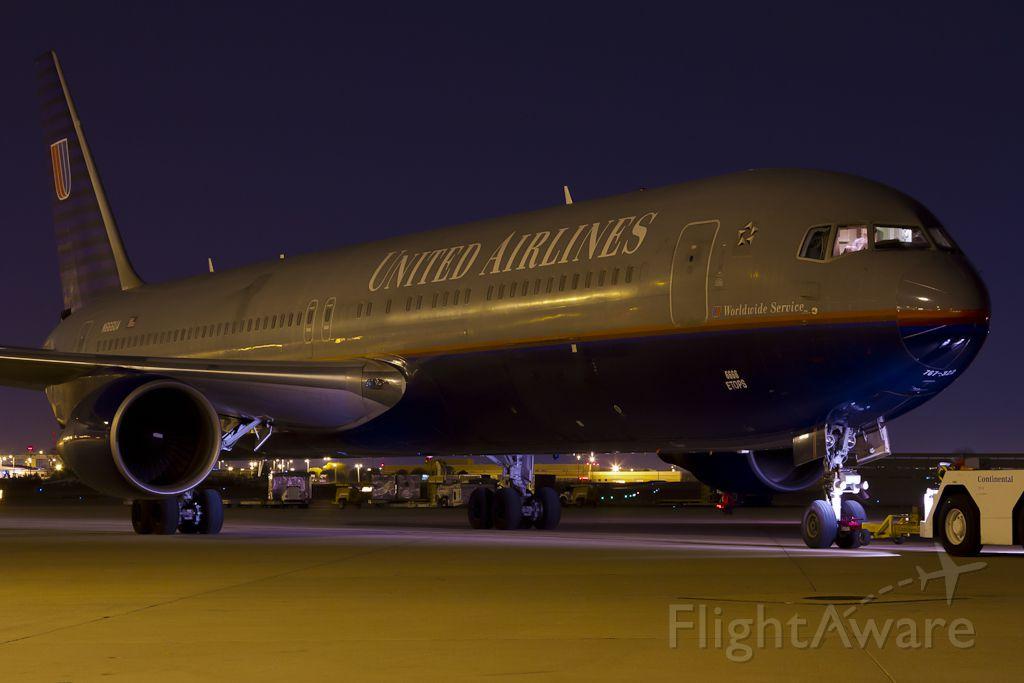 BOEING 767-300 (N666UA) - Sept. 26, 2011.
