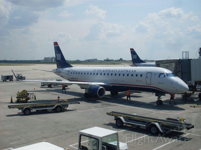 Embraer ERJ 175 (N128HQ)