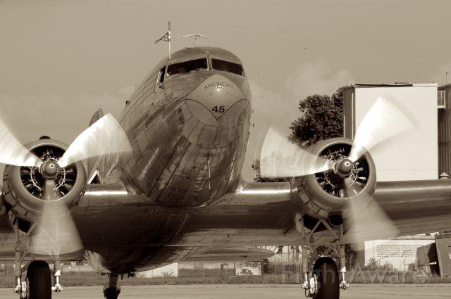 Douglas DC-3 (NAC17334)