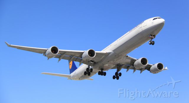 D-AIHE — - Arriving in Toronto on a sunny Monday 21May2012
