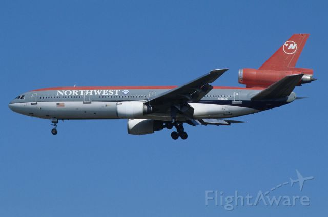 McDonnell Douglas DC-10 (N148US) - Final Approach to Narita Intl Airport Rwy34L on 1993/10/11