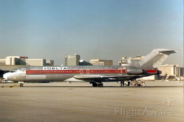 BOEING 727-200 (N502AV) - Seen here in Mar-88.  Reregistered N580CR.
