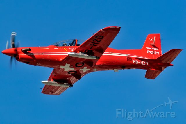 Pilatus PC-21 (HB-HZD) - bringing some color into the sky
