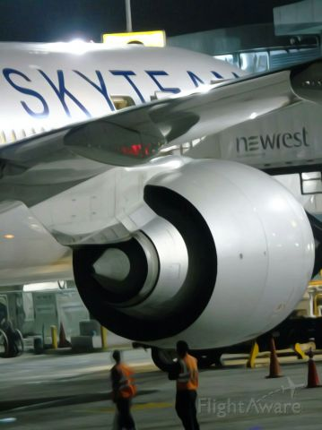 BOEING 777-300 (F-GZNN)
