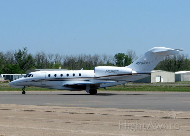 Cessna Citation X (N765XJ) - Taxiing to the active at Downtown Shreveport.