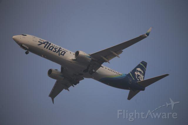 Boeing 737-700 (N263AK)
