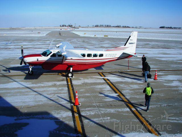 Cessna Caravan (N750Z) - Air Choice One loading up at MCW