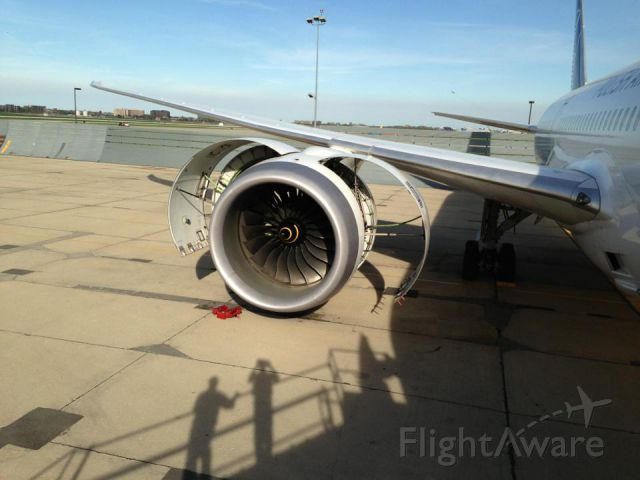 Boeing 787-8 (SP-LRA) - Engine Trouble on Lot polish 787 at KORD