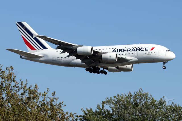 Airbus A380-800 (F-HPJA) - 'AFR 006 Super' arriving from Paris on 22L