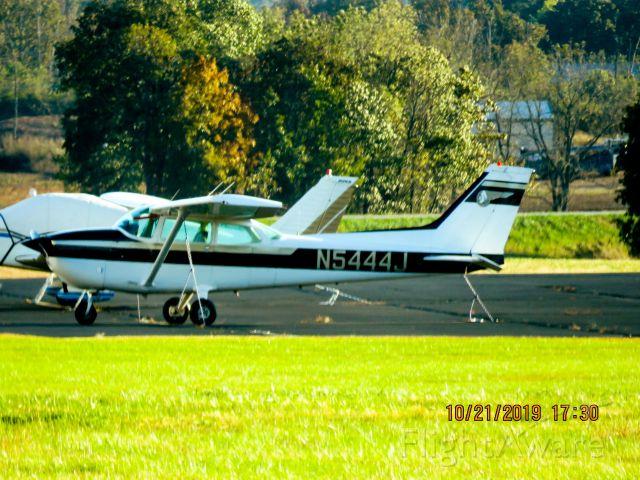 Cessna Skyhawk (N5444J)