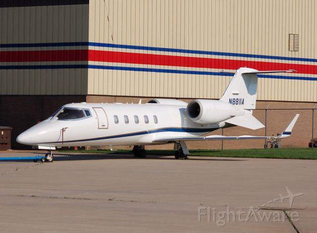 Learjet 60 (N8811A)