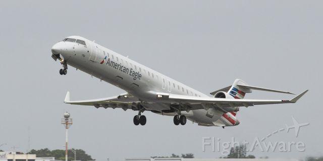 Canadair Regional Jet CRJ-900 (N556NN)