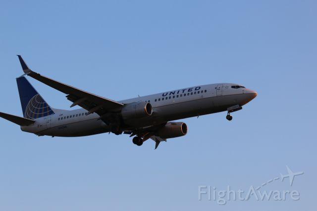 Boeing 737-700 (N13248) - Arriving at KIAH RWY 27