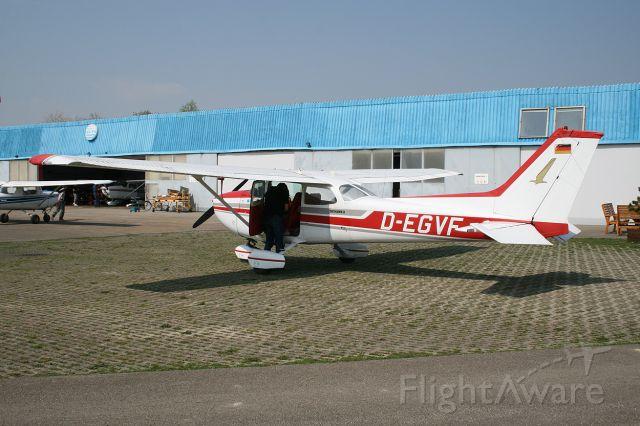Cessna Skyhawk (D-EGVF) - Cessna 172 D-EGVF being prepared for a local flight 14/04/2009