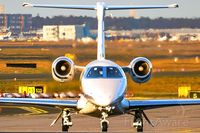 Embraer Phenom 300 (CS-PHI)