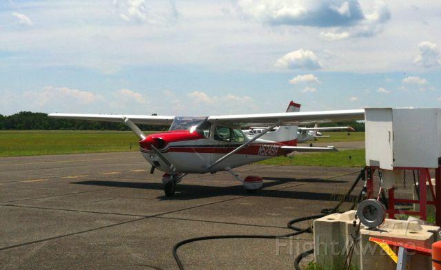 Cessna Skyhawk (N5249R) - Fueling up @ High Exposure ramp.