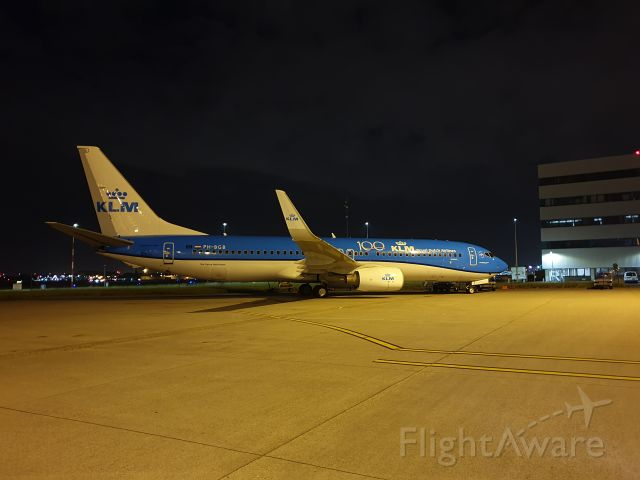 Boeing 737-700 (PH-BGB) - Parked at Schiphol Airport Amsterdam<br />Hangar 14.