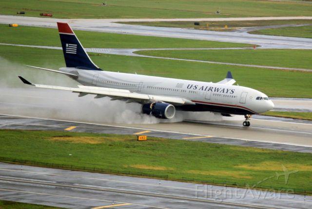 Airbus A330-200 (N281AY) - Flt 729LHR arrival