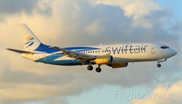 BOEING 737-400 (N458UW)