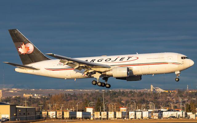 BOEING 767-200 (C-FGAJ)