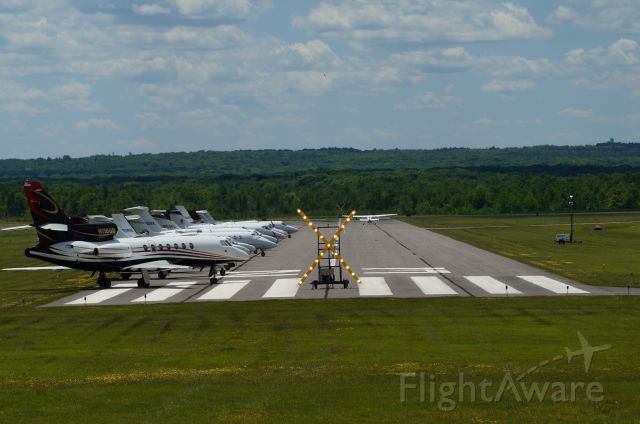 — — - Stopped in at KMPO. Pocono 400 was running.  Rwy 23/5-closed