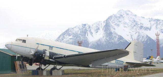 Douglas DC-3 (N305SF)