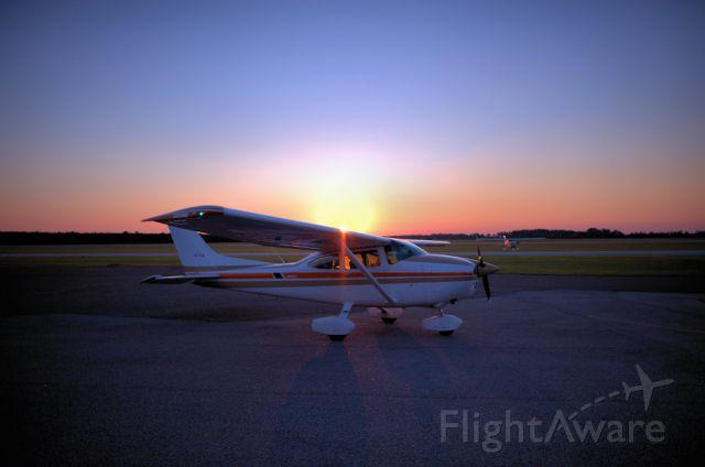 Cessna Skylane (N4714N) - 1/8000 stops prop